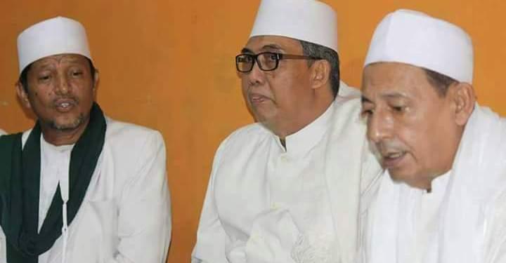 KH Subhan Makmun (tengah) bersama Habib Luthfi (kanan). Foto: nu.or.id