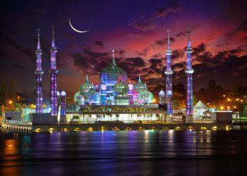 Masjid Kristal di Kuala Terengganu, Malaysia saat malam hari. Foto: Charismaticplanet