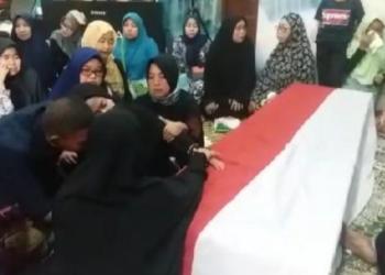 Bripka Rahmat Efendy tinggalkan istri dan dua anak. Foto: RRI