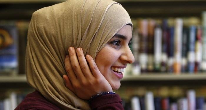 wajah bercahaya, manfaat shalat tahajud, muslimah bahagia happy single muslimah