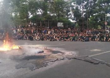 Mahasiswa di Bandung tolak pengesahan RKUHP dan UU KPK. Foto: Saifal/ Islampos