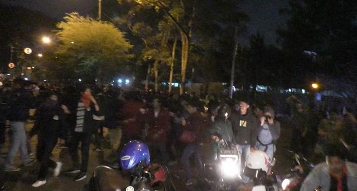 Mahasiswa bentrok dengan aparat saat aksi tolak pengesahan RKUHP dan UU KPK. Foto: Saifal/ Islampos