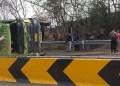 Dump Truk terguling Usai Terlibat Kecelakaan Beruntun di Tol Cipularang. Foto: Okezone