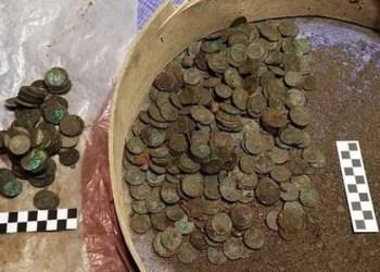 Koin ditemukan selama renovasi bangunan di Polandia. Foto: Dailymail
