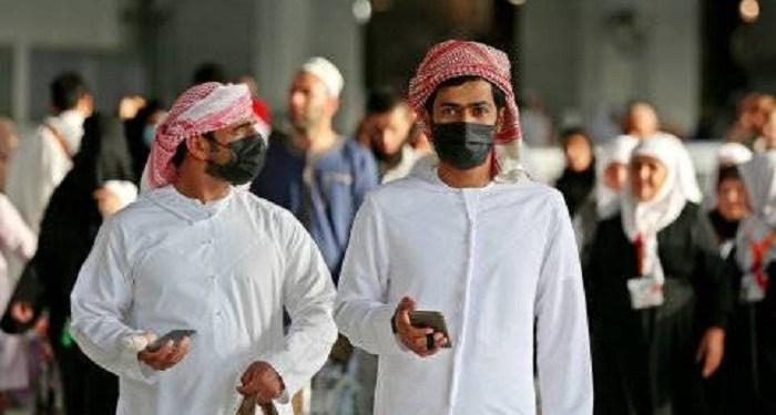Jemaah mengenakan masker di Masjidil Haram di kota suci Mekah Arab Saudi. Foto: AFP