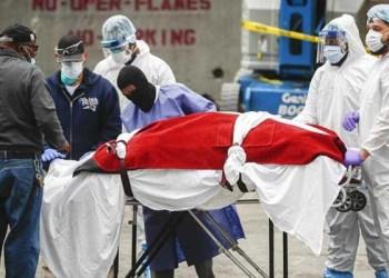 Ilustrasi penanganan pasien virus Corona. Foto: AP/John Minchillo