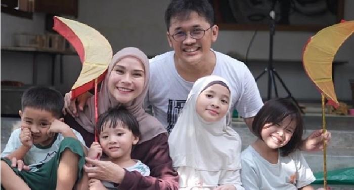 Keluarga Zaskia-Hanung. Foto: Instagram Zaskia Adya Mecca