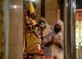 Masyarakat India menyembah Dewi Virus Corona. Foto: Alarabiya