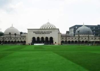 Masjid Raya Bandung. Foto: Serba Bandung