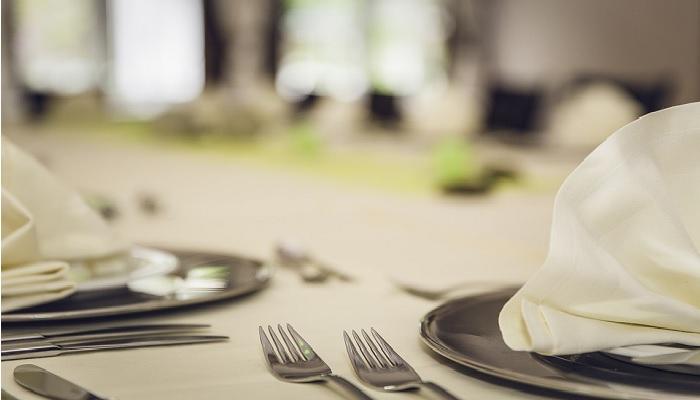 ilustrasi piring sendok garpu hari tasyrik puasa Idul adha