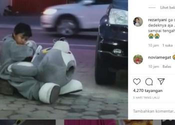 Rehan kelelahan saat jadi badut jalanan. Foto: Tangkapan layar Instagram @rhmadii_