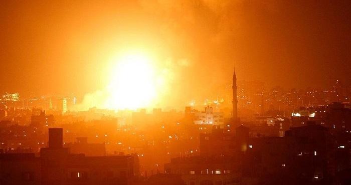 Jet tempur dan tank Israel serang Gaza. Goto: PIC