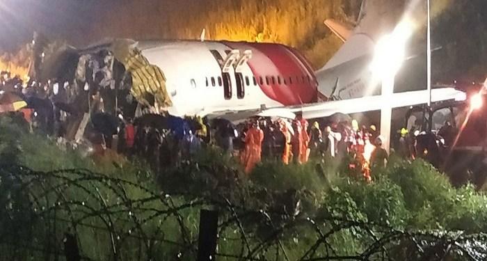 Pesawat Air India Express mengalami kecelakaan pada Jumat (7/8/2020). Foto: AFP