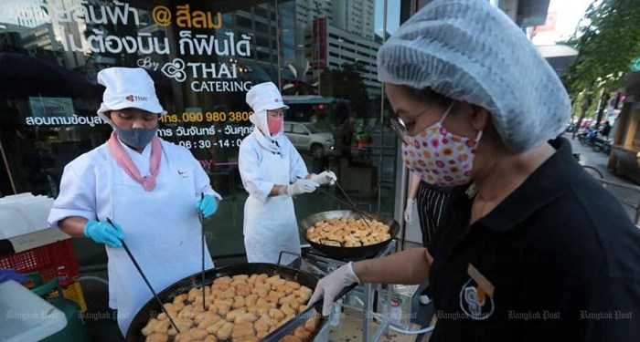 Maskapai Thailand kini jualan gorengan. Foto: Bangkok Post