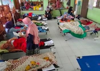Ratusan orang keracunan nasi kuning ulang tahun di Tasikmalaya. Foto: Pikiran Rakyat
