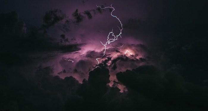 Ilustrasi badai. Foto: Unsplash