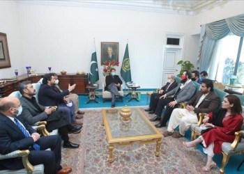 Pertemuan Perdana Menteri Imran Khan dengan direktur Turki Kemal Tekden dan timnya, di Islamabad, Pakistan. Foto: Hürriyet Daily News
