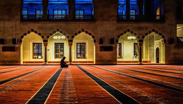 Perbedaan Masjid dan Mushola, cara memuliakan masjid