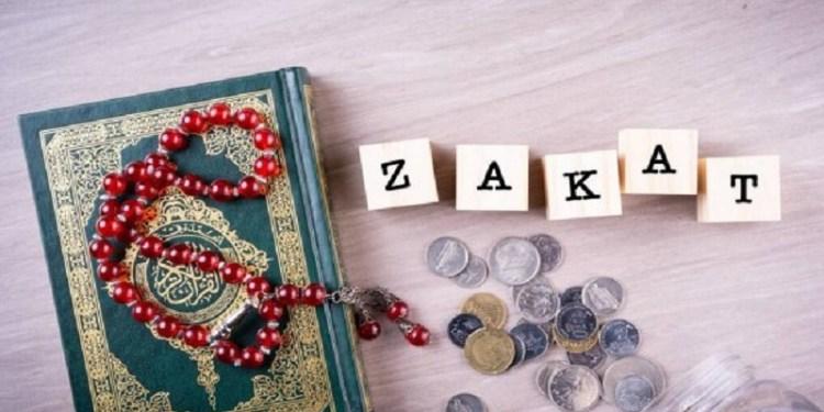 ilustrasi zakat, alquran, tasbih, uang