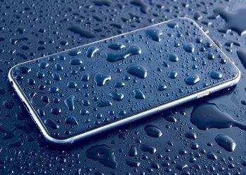 8 Pertolongan Pertama saat Handphone Terkena Air 1