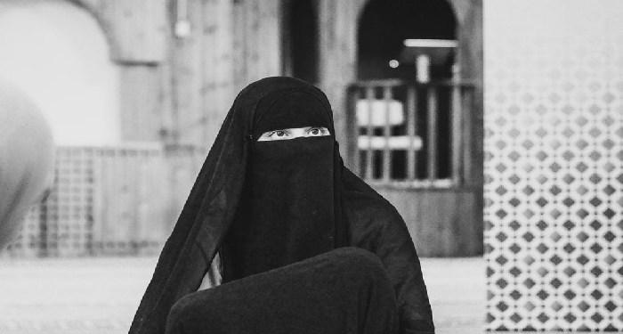 Hukum Menggunakan Jilbab