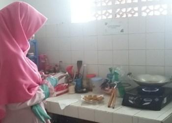 muslimah hijab memasak dapur tips mengatasi masalah dapur
