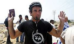 Italian Mother and Father of Activist enter Gaza