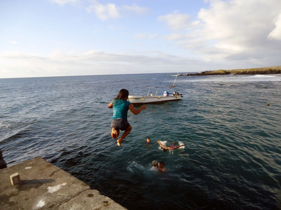 island-conservation-preventing-extinctions-floreana-jumping-off-dock
