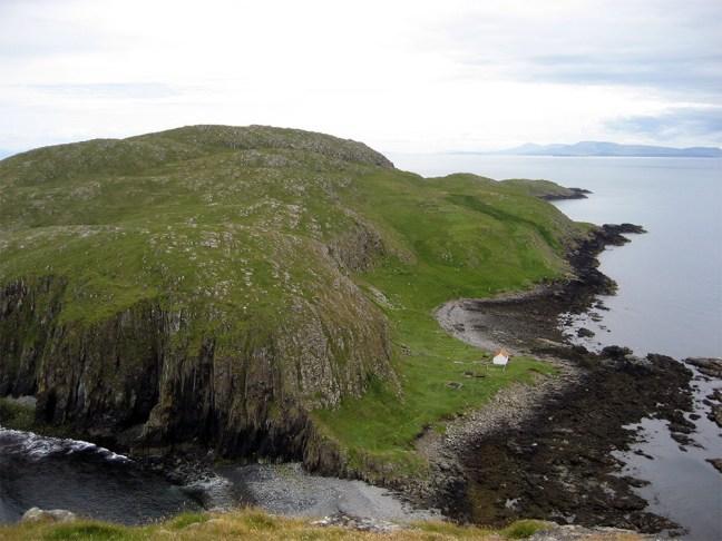 island-conservation-preventing-extinctions-invasive-species-tracks-Shiant-Islands