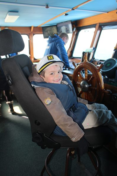 Blog voyage Islande | Petit Puffin junior capitaine de whale watching