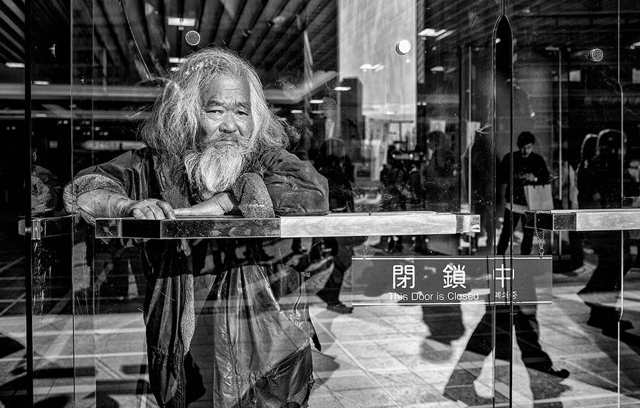 Stillness: detail from Gérard Touren's Shinjuku Station. Photograph courtesy the artist