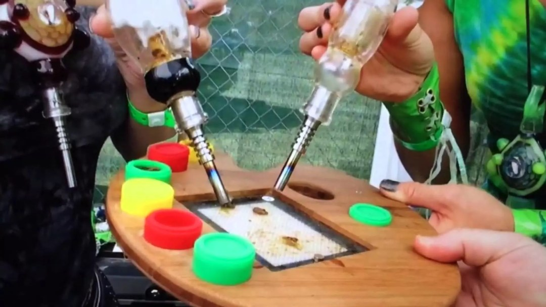consume cannabis extract, How to Consume Cannabis Extract Using a Nectar Collector