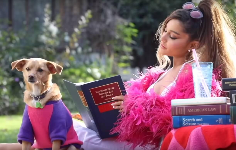 """El video """"Thank U, Next"""" de Ariana Grande es un throwback a las romcoms de los 00s"""