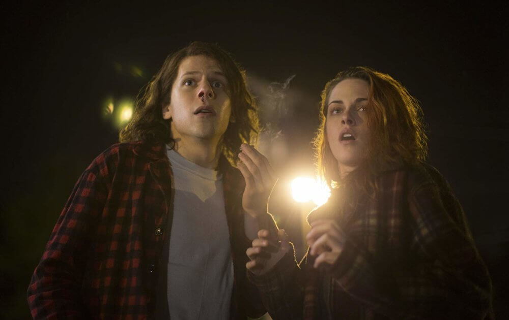 "Jesse Eisenberg y Kirsten Stewart en ""American Ultra"". Imagen: Lionsgate"