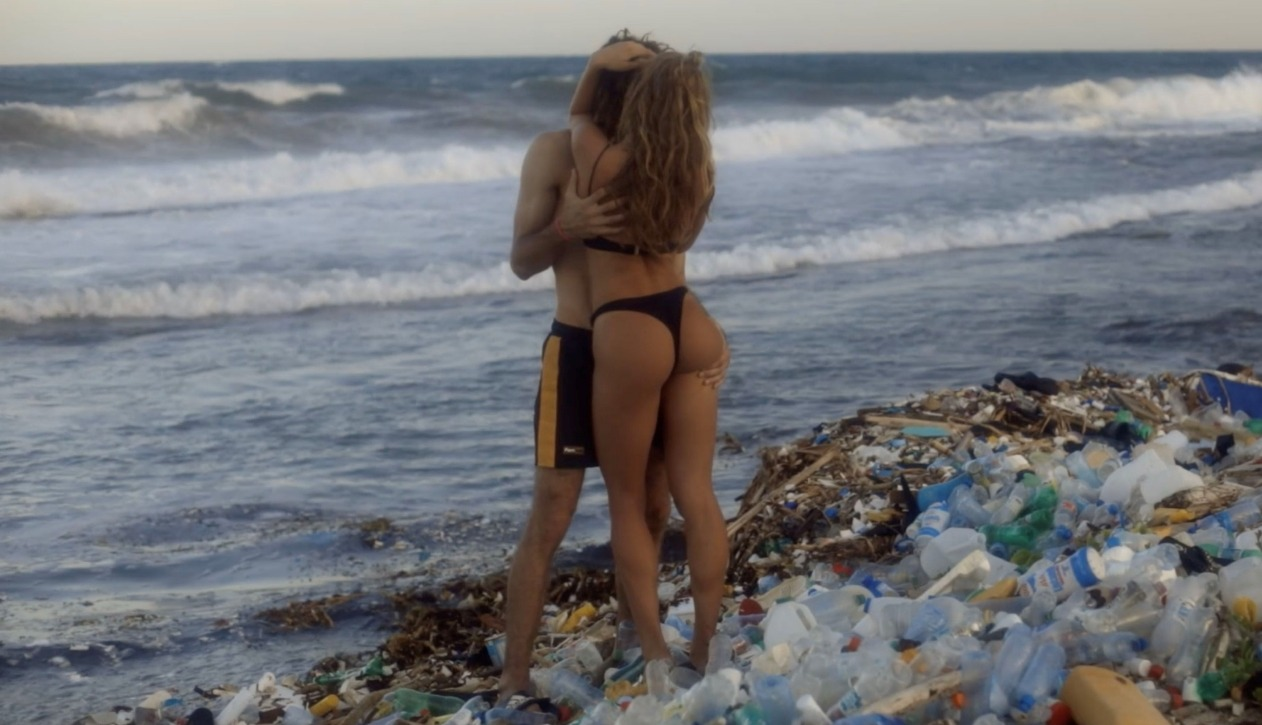 """Pornhub lanza el """"porno más sucio del mundo"""" para limpiar los océanos"""