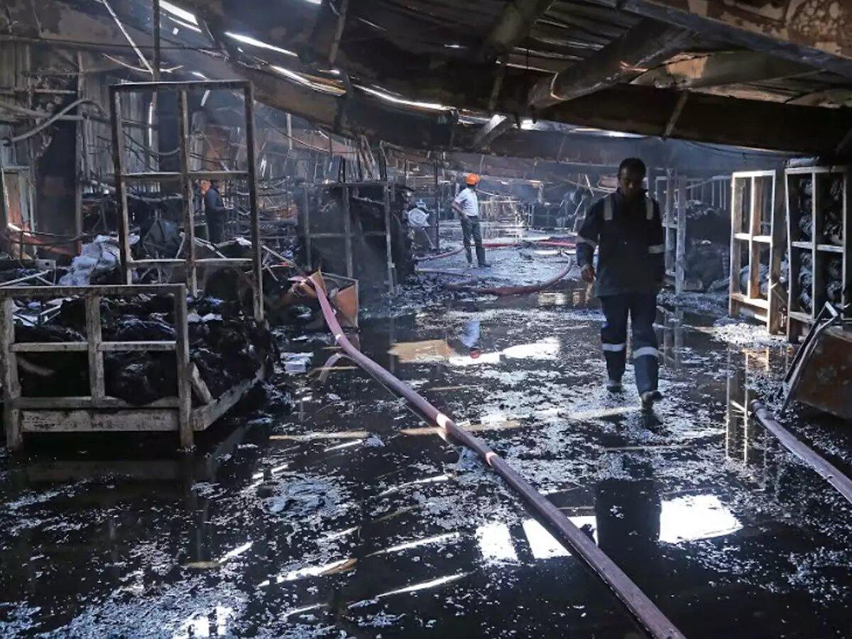 India: 7 trabajadores de una fábrica de jeans y camisas murieron en un incendio