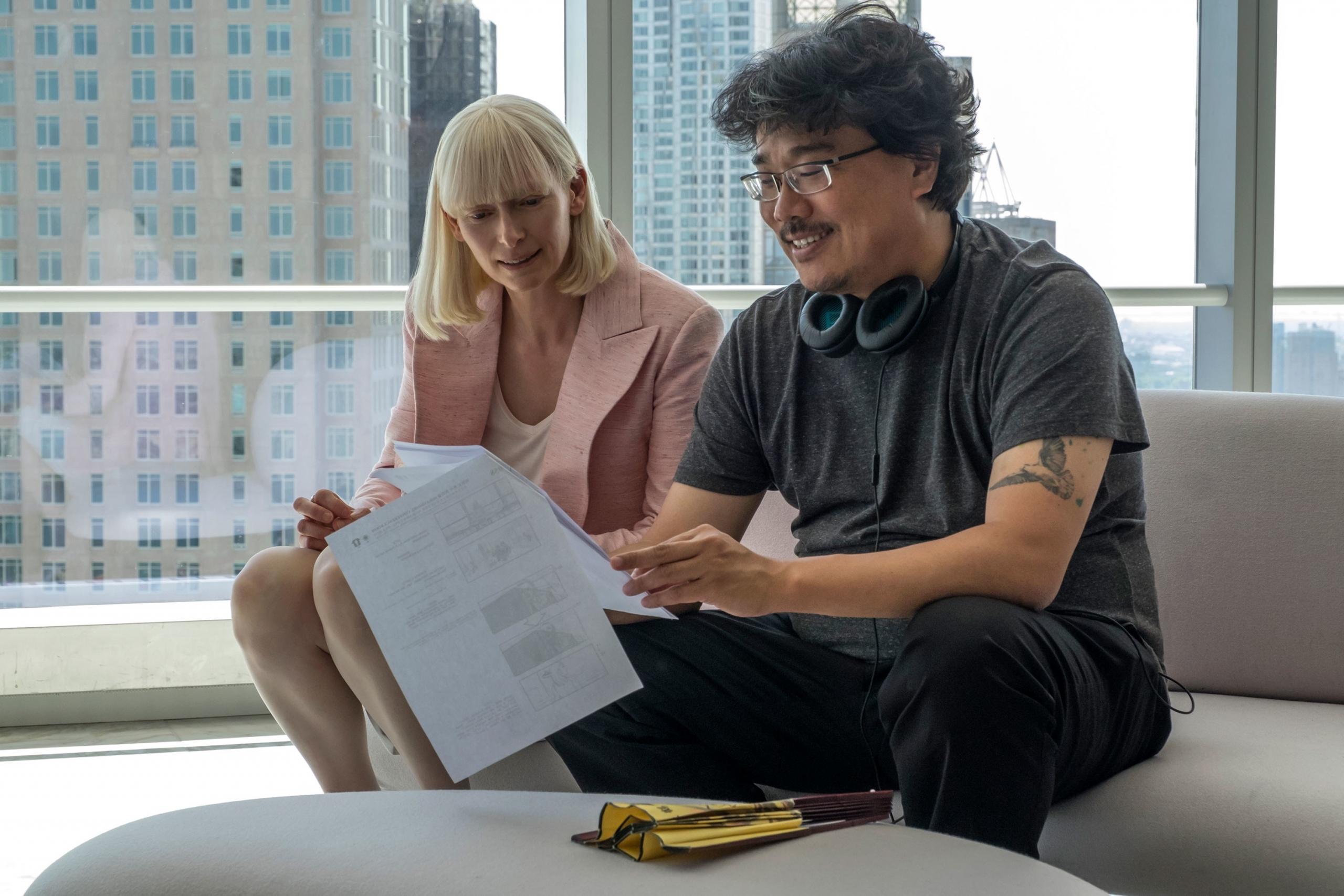 """Tilda Swinton y Bong Joon-Ho trabajarán juntos de nuevo en la adaptación de """"Parasite"""" de HBO"""