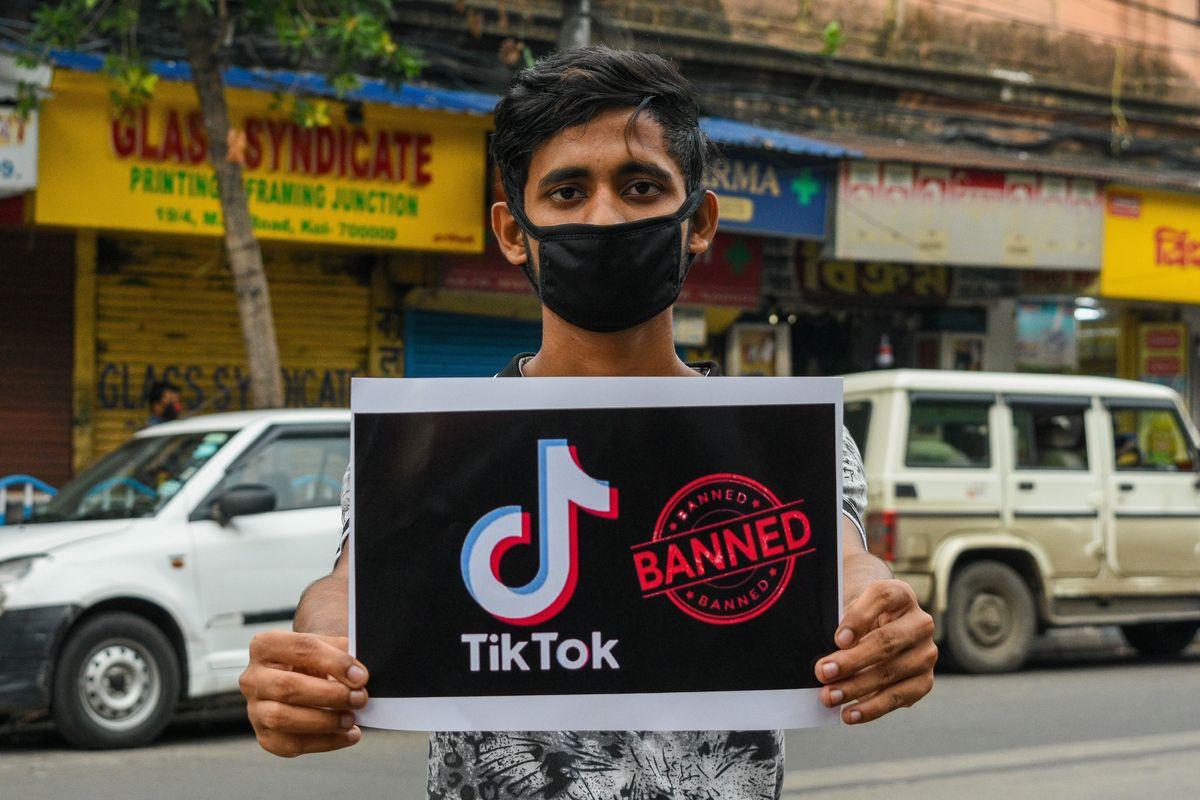"""India bloquea la app TikTok en el país y la acusa de """"robo de datos"""""""