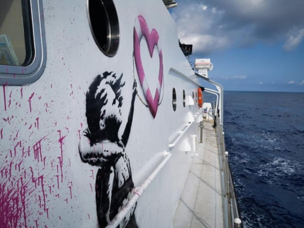 Banksy financia un barco de rescate de refugiados que opera en el Mediterráneo