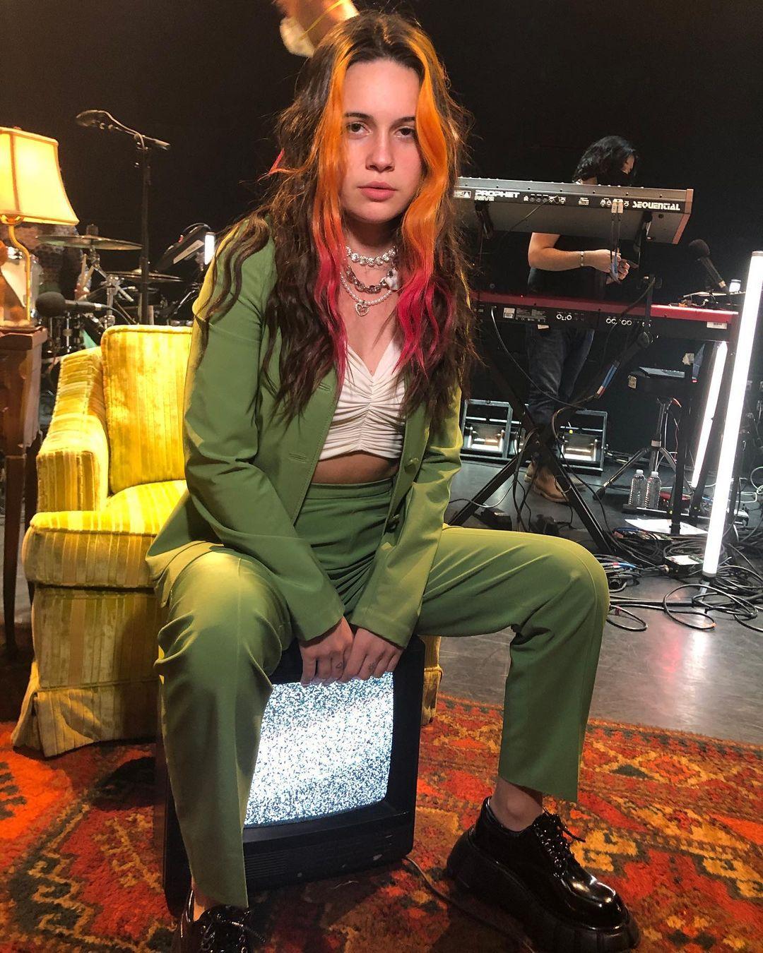 MOR.BO RIOT: Bea Miller, la artista que crea himnos pop para la generación TikTok