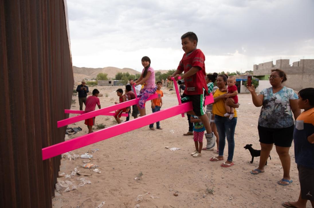 Los balancines que unieron a los niños de la frontera de México y Estados Unidos ganan el premio al mejor diseño del 2020