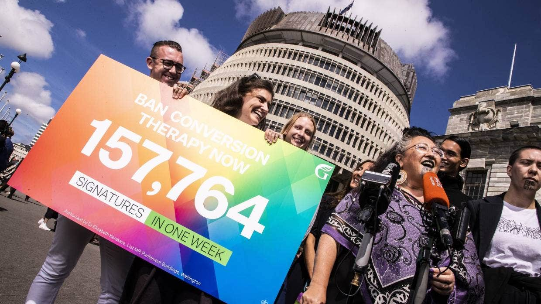 """Nueva Zelanda prohibirá completamente las """"terapias de conversión"""" para 2022"""