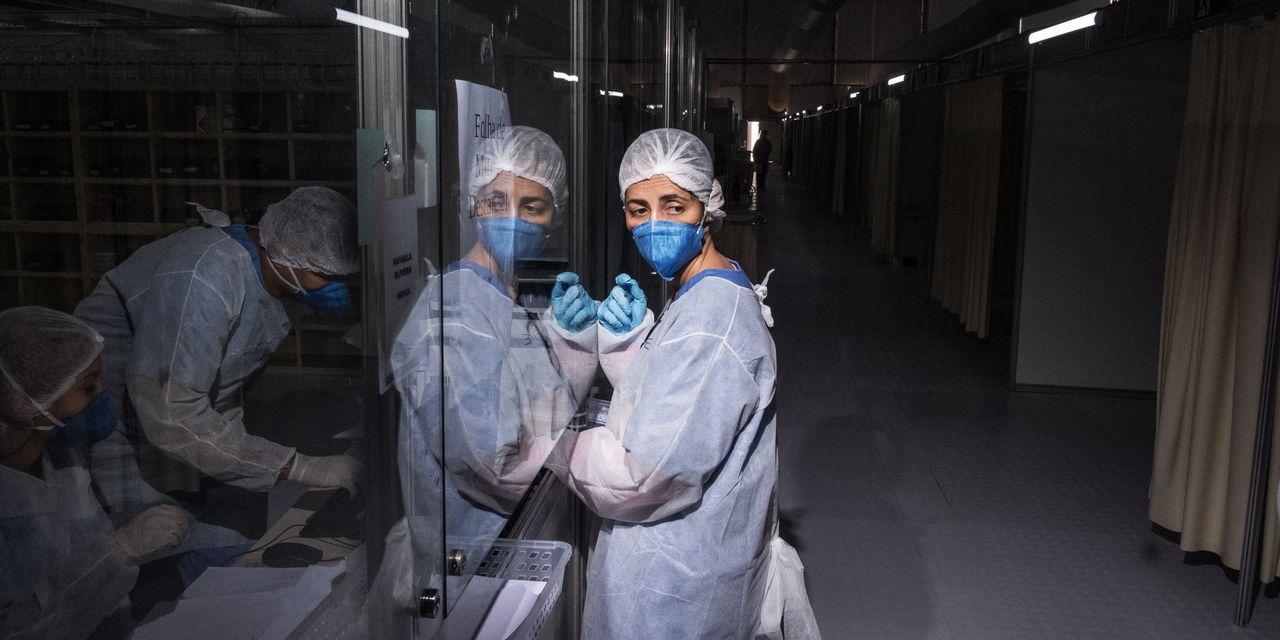 Coronavirus: India vuelve a romper récords con 330.000 casos nuevos; Enfermera de Brasil admitió que reutiliza jeringas en vacunaciones