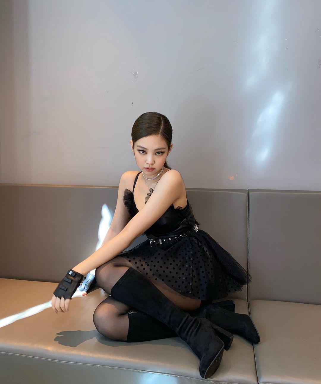 10 looks de Jennie que la convierten en una queen del glam y del street style