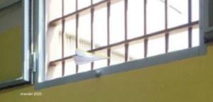 """""""un aereoplanino di carta vola oltre le sbarre"""""""