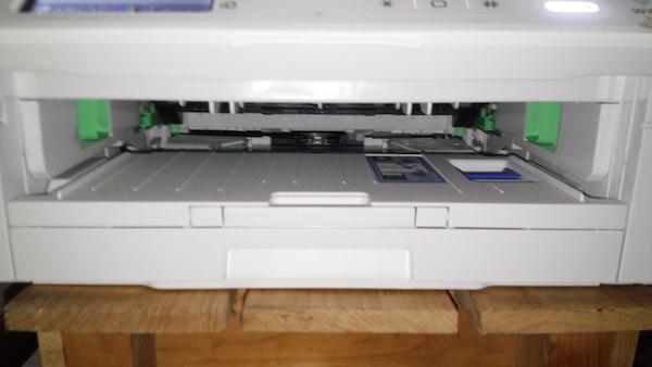 MFC-J730DNの用紙の出し入れ