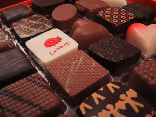 職場仕事の義理チョコは安く