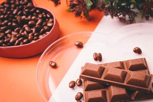 仕事職場の義理チョコは個人それとも連名か
