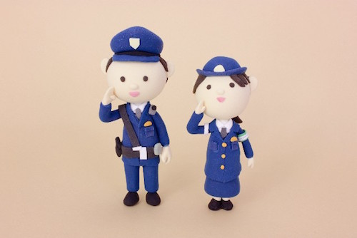 平日休みがある警察官はFX投資に向いている