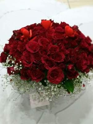 Isparta vazoda 100 gülü yiğitbaşı çiçekçilik sizin için zamanında ulaştırır